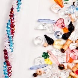 Componenti in cristallo, plastica e legno